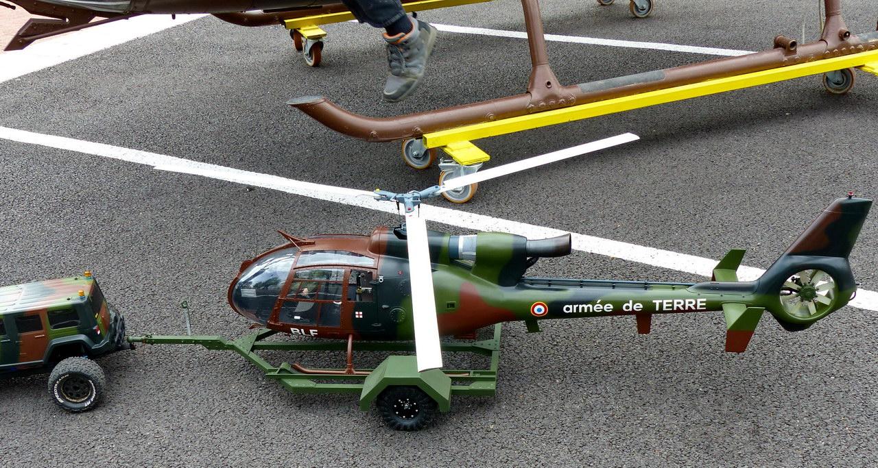 Gazelle SA 341 maquette volante radiocommandée - Photo © Daniel (.