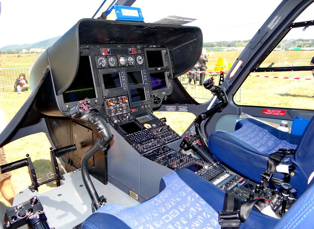 Les avions de chasse qui aimaient les h licos helico for Interieur helicoptere
