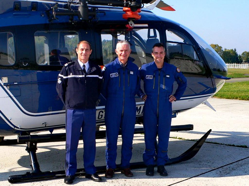 passage bas en hélicoptère