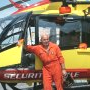 Francis Delafosse pose devant l'EC 145 sur la Base du Versoud (38) - Photo (...)