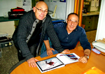 "Francis Delafosse et Vincent Saffioti devant le livre ""HELICOPTER RESCUE IN THE ALPS"""