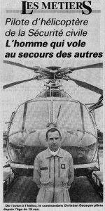 Photo de Christian Dausque posant devant le Dauphin de la Sécurité civile - Article de journal du 1er juillet 1994 - Document DR