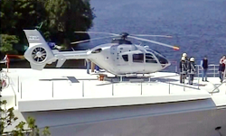 EC 135 T1 P4-XTC sur DZ Super Yacht ; au-dessous, le garage escamotable - Photo DR