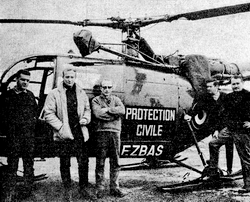 Alouette III F-ZBAS Protection civile avec de gauche à droite : Jean-Louis LUMPERT, Christian GRAVIOU, Jacques BERARD, Paul ROUET, Louis MARET en 1966 - Photo DR Archives GHSC Base d'Annecy