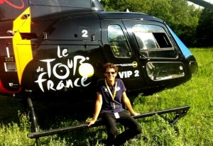 Nicolas Dotto pose devant son AS 350B3 F-HAUF - Photo DR