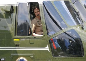 "Le Major Jennifer Grieves aux commandes de ""Marine One"" - Photo Tim Sloan"